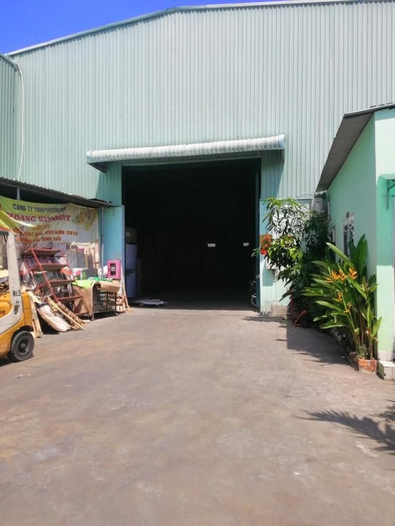 Cho thuê 2.100m2 kho + 600m2 sân bãi, phường Bình Trị Đông, Quận Bình Tân.