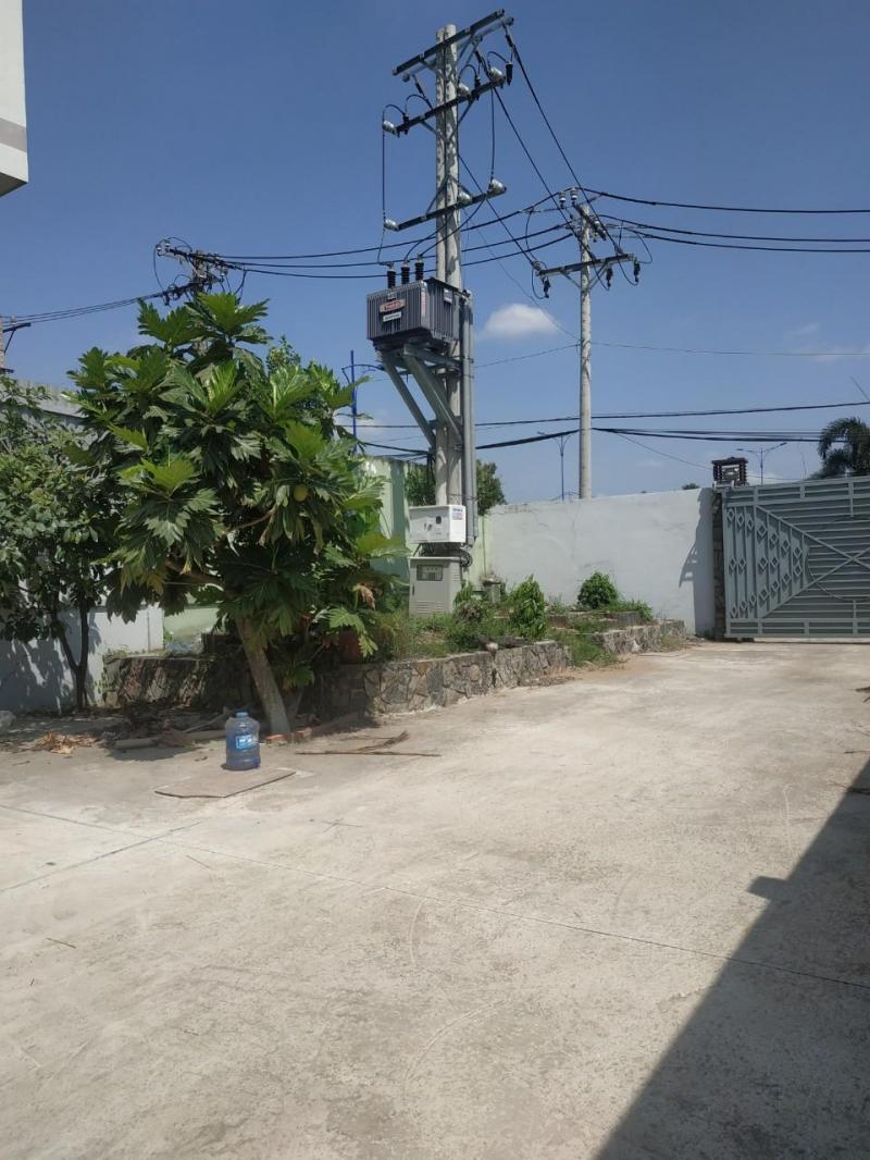 Tổng diện tích 11m * 100m (văn phòng + xưởng) ngay cầu Tân Tạo, Quận Bình Tân.