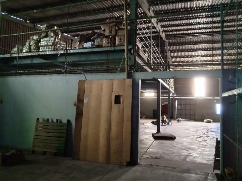Cho thuê xưởng 500m2, có sẵn nhà 2 tầng cách đường Lũy Bán Bích 500m