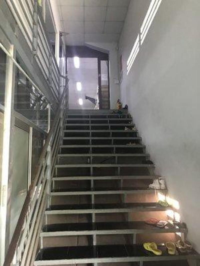 Cho thuê xưởng 850m2, trệt, lầu mặt tiền Lê Văn Chí, phường Linh Trung, Thủ Đức. Lh 090.242.8186
