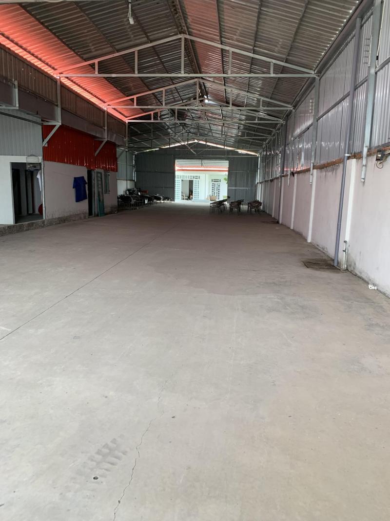 Cho thuê nhà xưởng, văn phòng nằm ngay mặt tiền đường Nguyễn Hữu Trí, xã Thạnh Phú, huyện Bến Lức, tỉnh Long An.
