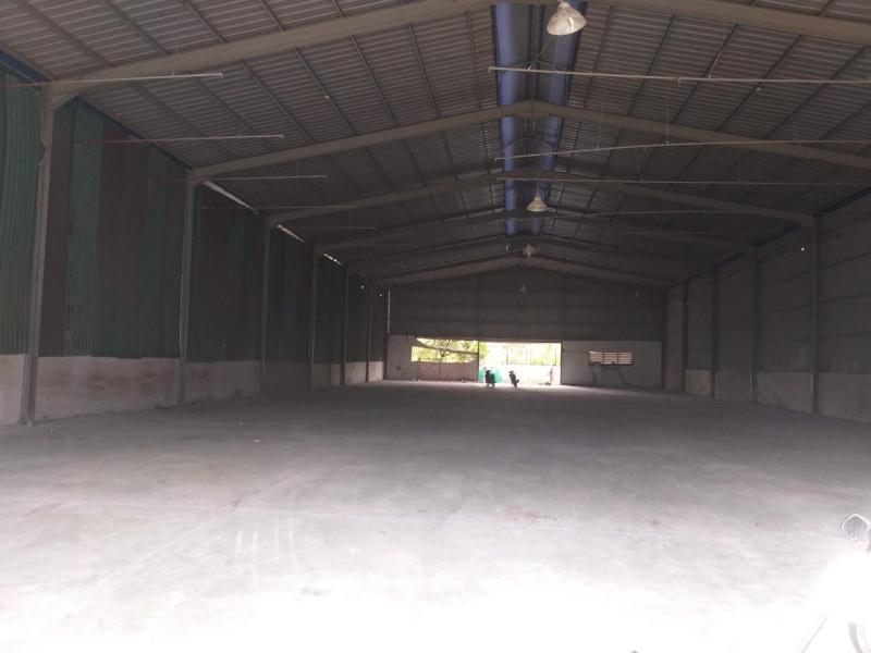 Cho thuê 2.200m2 kho xưởng trong KV 4.000m2 Quốc Lộ 13, gần ngã tư Bình Phước - Bình Dương
