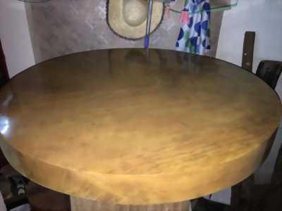 Mặt bàn gỗ dổi.