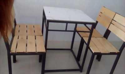 Thanh lý bộ bàn ghế gỗ, mới mua được 1 tháng