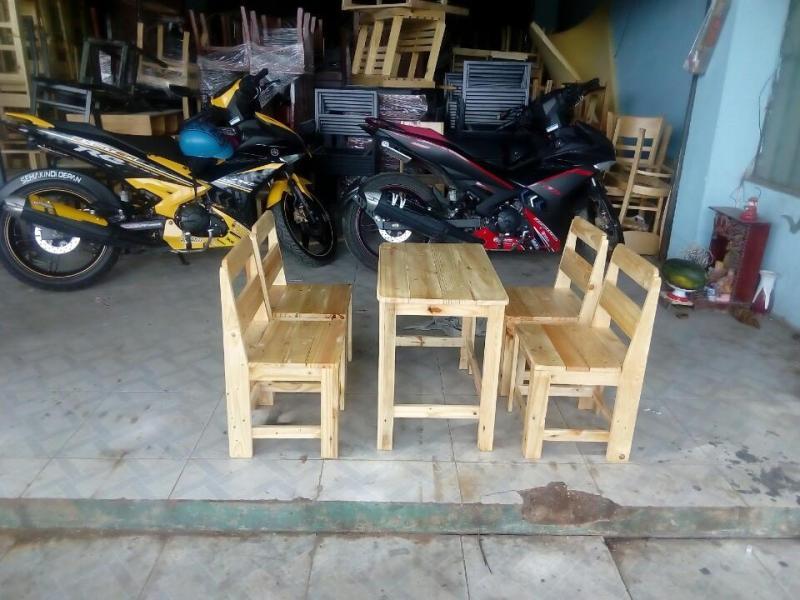 Bàn ghế dựa cafe gỗ thông.