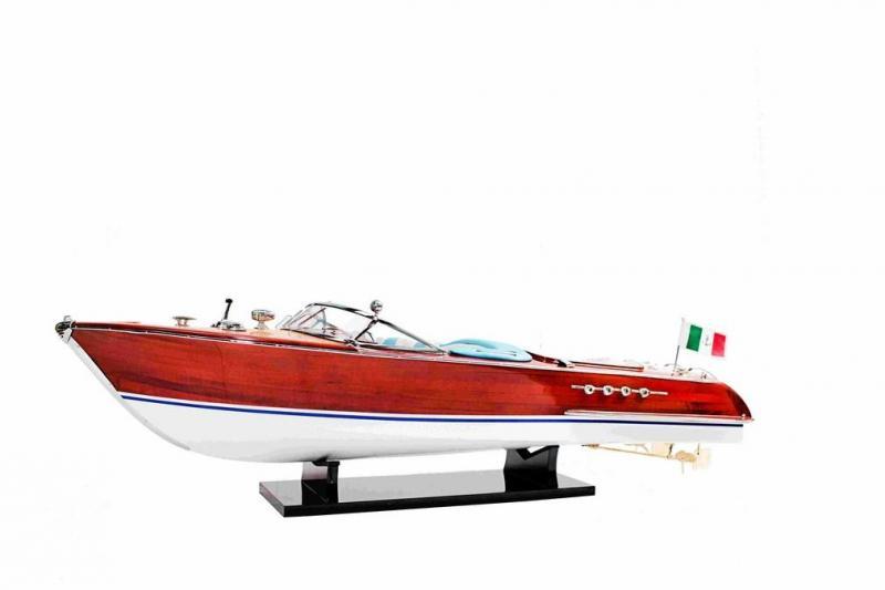 Thuyền gỗ Riva Aquarama
