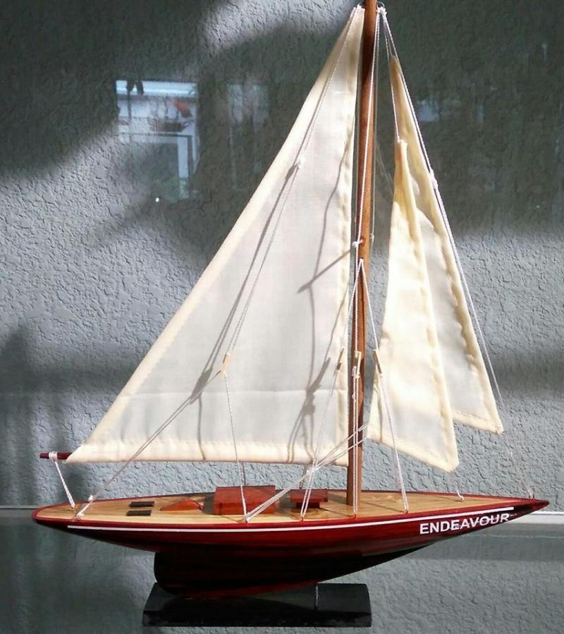Thuyền gỗ Endeavour mini