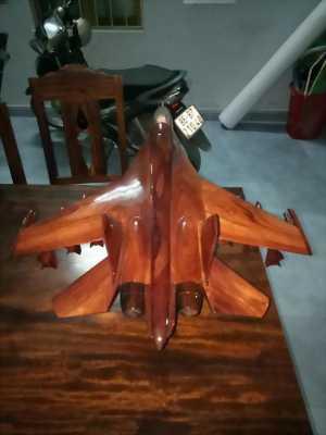 Cần bán chiếc Su-30 bằng gỗ cẩm lai