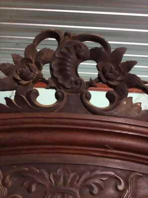 Tủ gỗ cổ xưa đã trên 120 năm