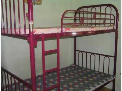 Giường sắt tầng.
