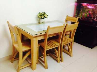 Bộ bàn ghế đá hình chữ nhật.