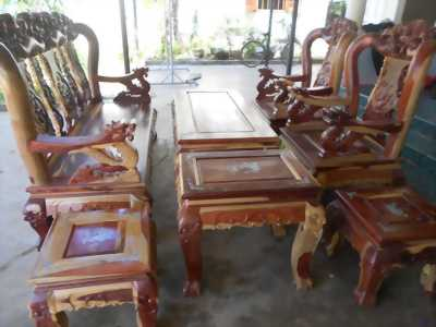 Bàn Ghế Cột 10 gồm 7 sản phẩm.