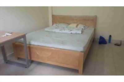 Giường gỗ sồi 1m8 thanh lý mới 99%