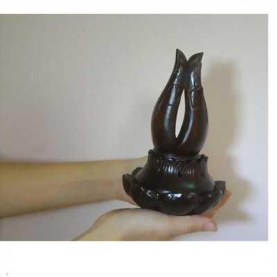 Dụng cụ xông trầm đàn hương hình bàn tay Phật gỗ muồng đen cao 25cm