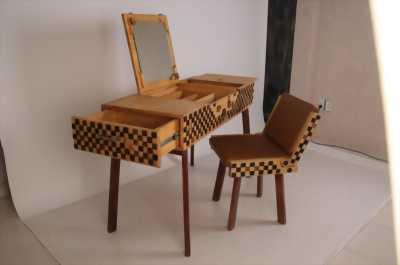 Bộ bàn ghế trang điểm bằng gỗ