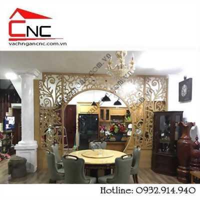 Căn hộ thiết kế kệ trang trí phòng khách, vách ngăn bếp gỗ đẹp