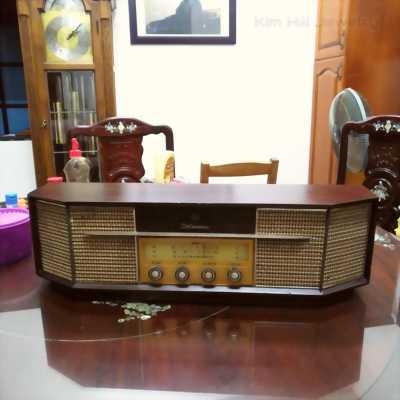 Radio đèn cổ Delmonico TFM-407Uradio tube Delmonico TFM-407U serial 11251 thập niên 60 . Hàng nguyên bản còn nguyên tem nhãn ,hoạt động hoàn hảo ,bắt sóng to rõ . Delmonico TFM-407U là sản phẩm của tập đoàn JVC ( Japan