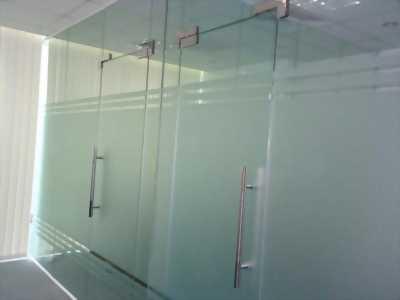 Cửa kính thủy lực tại HCM