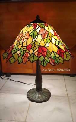 Chỉ có thể là hàng Mỹ xưa. Cây đèn của mùa thu lá đỏ,lá vàng,lá xanh.