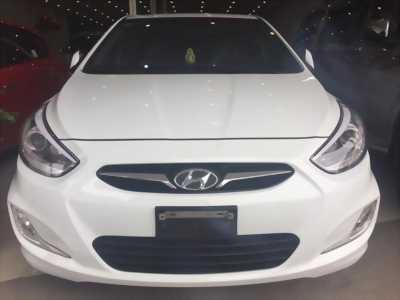 Bán xe Hyundai Accent năm 2014, màu trắng, xe nhập