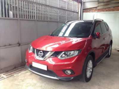 Bán nhanh xe Nissan X-Trail 2.0AT Premium 2018 màu đỏ
