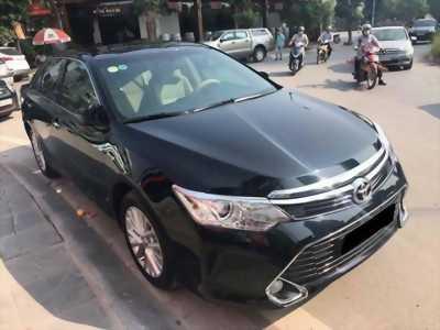 Bán xe Toyota Camry 2.0E mua tháng 8/2017 màu đen vip