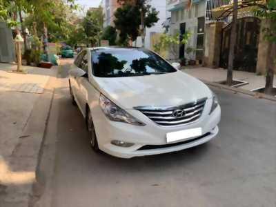Gia đình cần bán Sonata 2012, số tự động, bản full, màu trắng