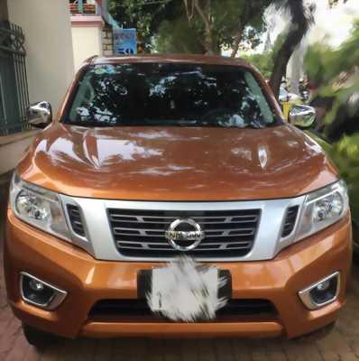 Nissan màu vàng đồng
