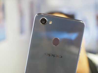 Oppo F7 cần giao lưu iphone 7 (trừ màu đen)