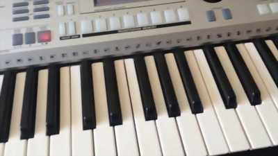Bán đàn organ PSR s500 .