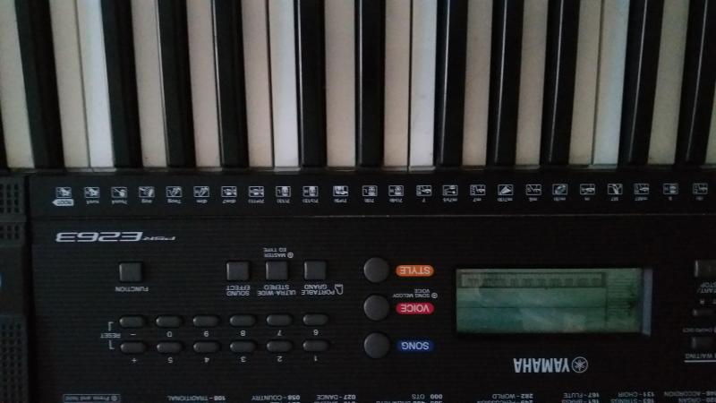 Cần bán đàn organ yamaha
