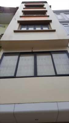 Nhà mặt phố Nguyễn Văn Cừ,mặt tiền 4.5m,Vỉa hè 7m.