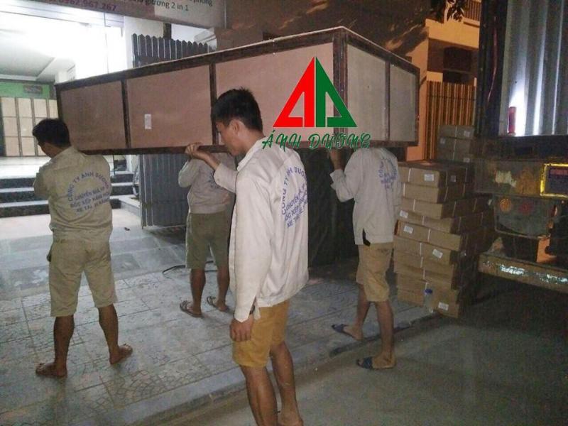 - Dịch vụ bốc xếp hàng hóa của Ánh Dương phục vụ quý khách hàng mọi lúc 24/24