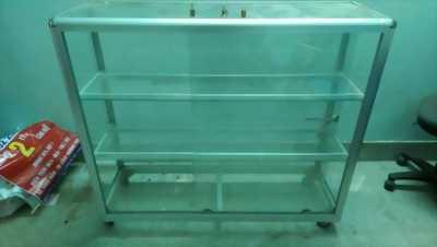 Bán tủ nhôm kính: cao 1,8m. rộng 2,5m, dày 40cm.