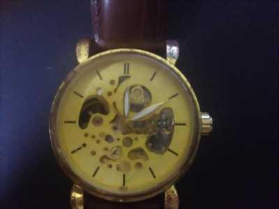 Đồng hồ cơ (Omega)