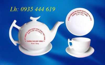 In logo lên bộ ấm chén trà - quà tặng sự kiện tại Quảng Bình