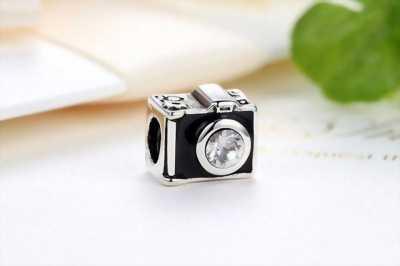 Hạt charm bạc, hình máy chụp hình lạ mắt