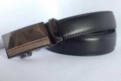 Thắt lưng trơn phù hợp trong môi trường công sở