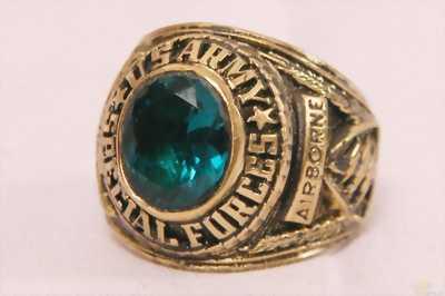 Cần ra đi gấp 2 chiếc nhẫn cổ, nhẫn mỹ