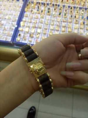 Vòng tay trầm hương bọc vàng 18K sang trọng