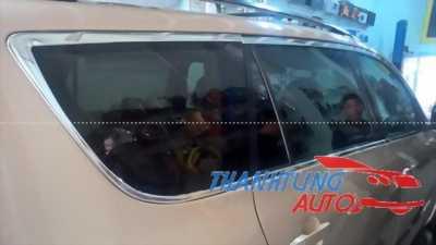 Nẹp viền cong kính cho xe RAV4 nổi bật các đường nét