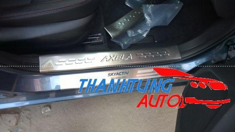 Nẹp bước chân chống xước phần nhựa cho Mazda 3-2015