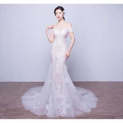 Cần bán váy cưới đuôi cá của cửa hàng suri đà nẵng