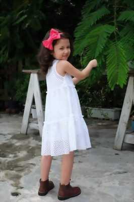 Đầm suông ren lỗ màu trắng cho bé gái HIKARI-1 xinh xắn, đáng yêu