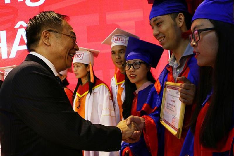 xưởng may lễ phục tốt nghiệp, áo cử nhân giá rẻ bình dương
