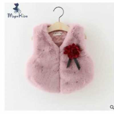 Áo khoác gile lông thêu hoa trên ngực trái cho bé