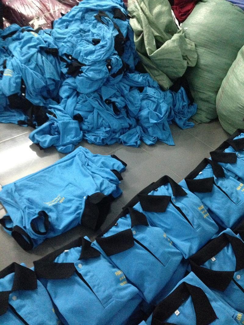 xưởng may áo thun đồng phục công ty dịp cuối năm