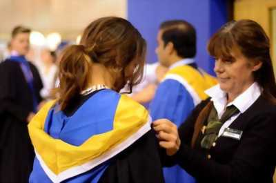 xưởng may áo tốt nghiệp đại học, lễ phục tốt nghiệp sinh viên