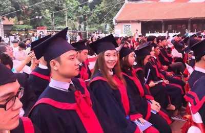 may lễ phục tốt nghiệp đại học yersin đà lạt