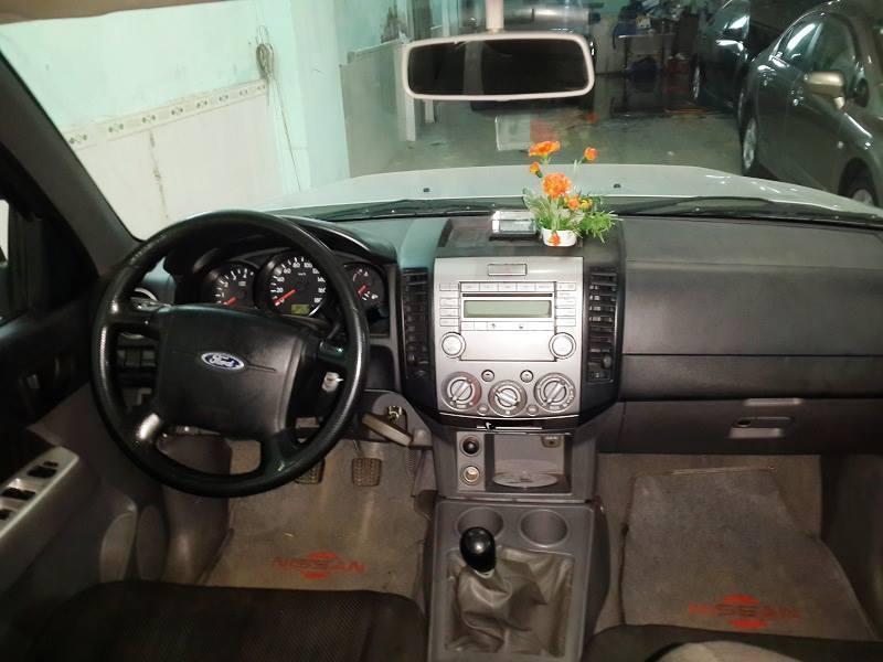 Bán xe Ford Ranger 2010 máy dầu số sàn màu bạc